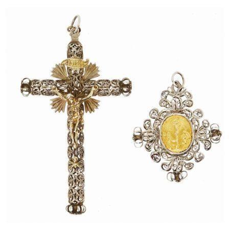 Lote de cruz y colgante en plata y plata dorada con decoración en filigrana y [...]
