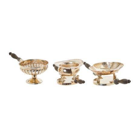 Lote de tres chofetas en plata, punzones no identificados, con decoración gallonada [...]