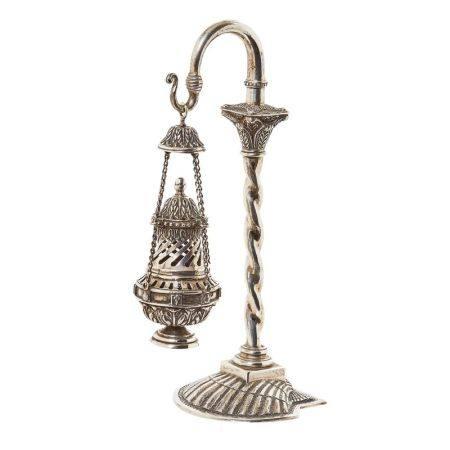 Botafumeiro en plata punzonada con fuste salomónico y base diseño venera, mediados [...]