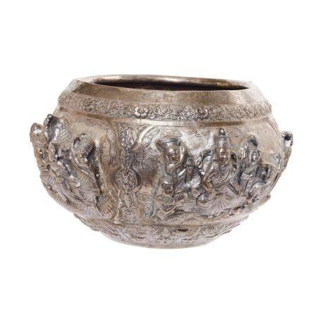 Jardinera en plata india repujada con decoración de dioses del panteón hindú, [...]