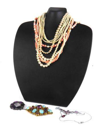 A 14CT GOLD, CORAL AND PEARL NECKLACE Coral spheres with pearl spacers, together with an