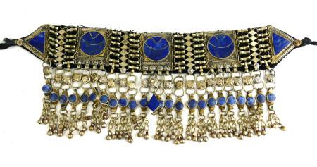 AN EARLY/MID 20TH CENTURY AFGHANI KUCHI TRIBE, WHITE METAL AND LAPIS LAZULI HEAD DRESS. (31cm)