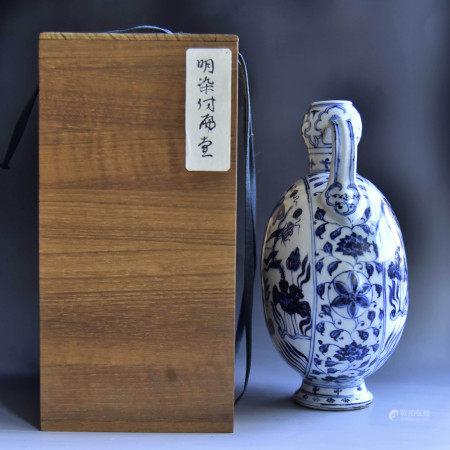 明 青花鱼藻纹抱月瓶