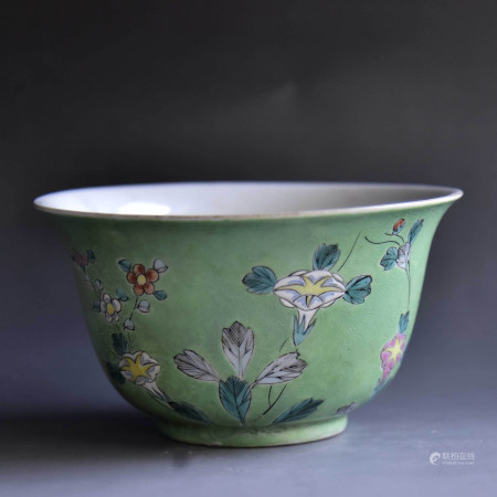 清 绿底暗刻花卉纹碗