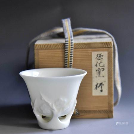清 德化窑梅花白瓷杯