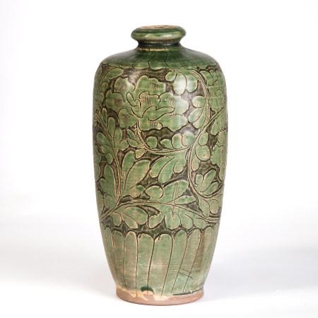磁州窯綠釉剔花纏枝牡丹紋瓶