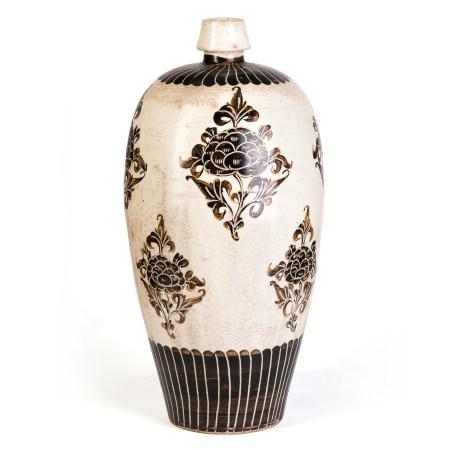 宋 磁州窯白地黑彩花卉紋梅瓶