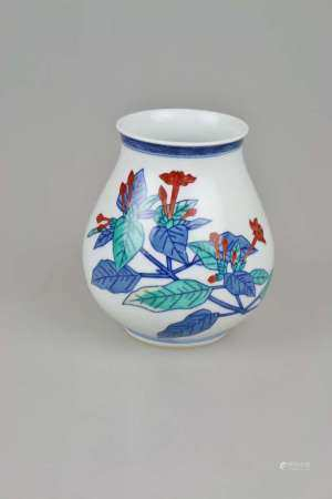 Nabeshima Vase, Japan, in der Art des Imaemon Imaizumi XIII oder Umfeld, polychrom staffierte