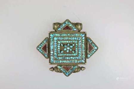 Amulettbehälter 'Gau', Tibet, 19./20. Jh., Deckel mit Türkisbesatz, Maße: ca. 11 x 11 cm, guter
