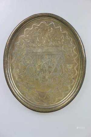 Großes, ovales Messingtablett, Indien um 1900, reich verziert, Darstellung eines Maharadschas auf