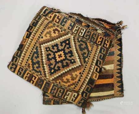 Afghanische Satteltaschen, Ende 19. Jh., Wolle auf Wolle, Maße: ca. 109 x 54 cm, Alters- und