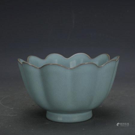 Chinese Ru Kiln Sky Celadon Glazed Lotus Bowl