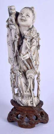 A 19TH CENTURY CHINESE CARVED IVORY FIGURE OF A STANDING IMMORTAL Late Qing. Ivory 12 cm high.