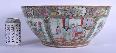 A VERY LARGE 19TH CENTURY CHINESE CANTON FAMILLE ROSE PUNCH BOWL Qing. 36 cm x 17 cm.