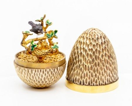 Stuart Devlin silver gilt surprise 'Robin' egg, decorative honeycomb like textured form opening to