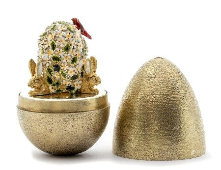 Stuart Devlin small silver gilt surprise 'rabbits ' egg, decorative finely textured form opening