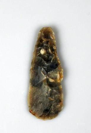 Belle pointe largement retouchée, provenance Cap Hornu à St Valery (Somme) Silex gris 6,2 cm Pr