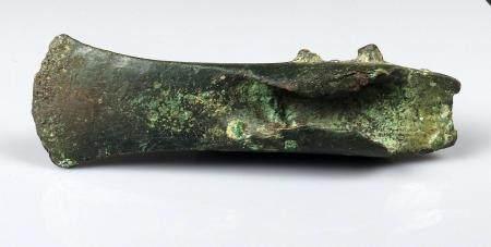 Hache à ailerons médians Ancienne collection Jeandelize Bronze 13 cm Protohistoire Age du bronz