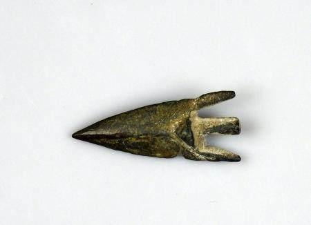 Pointe de flèche massive à pédoncule et ailerons Bronze 4,3 cm Période antique