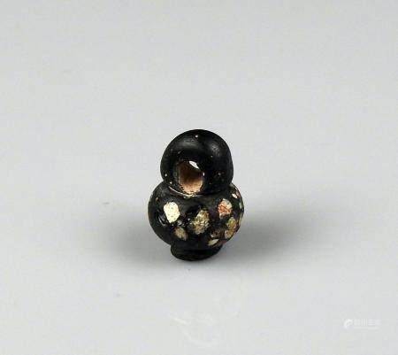 Perle en forme de vase à décor d'incrustations Pâte de verre 1,6 cm Période antique Bassin Médi