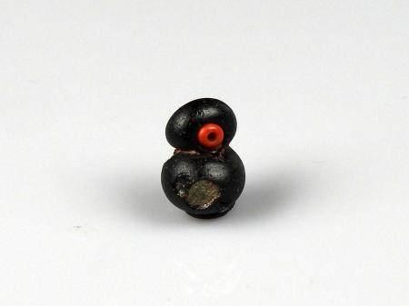 Perle en forme de vase à décor d'incrustations Pâte de verre 2 cm Période antique Bassin Médite