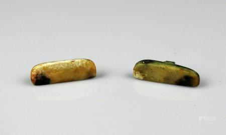 Paire de pendants polis Jade ou pierre dure 3,2 cm Période antique Bassin Méditerranéen