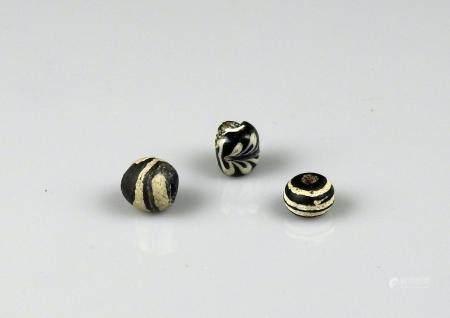 Ensemble de trois perles Pâte de verre 1 cm Période antique Bassin Méditerranéen