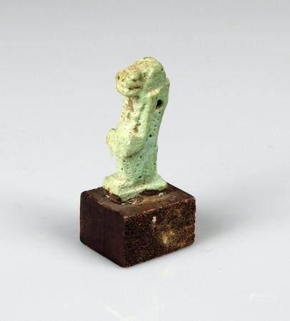 Amulette représentant Thouéris la déesse hippopotame Fritte bleue 2,2 cm Egypte antique Basse é
