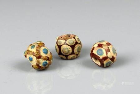 Ensemble de trois perles Fritte émaillée Periode antique