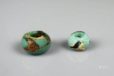 Ensemble de deux perles à décor géométrique Pate de verre 1,7 à 2,2 cm Période antique