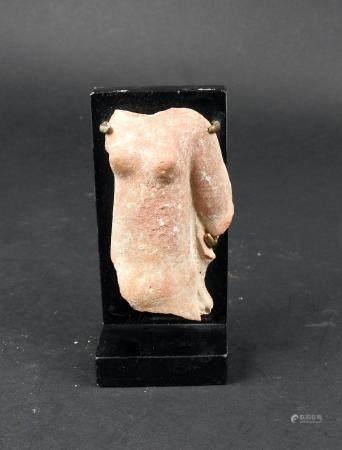 Buste de jeune femme acéphale Terre cuite 7,5 cm Période romaine