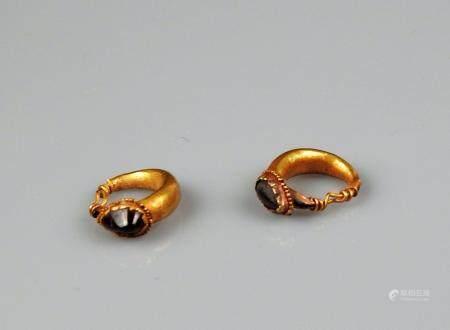 Paire de boucles d'oreilles ornées de grenats Or 1,4 cm Provenance Vente CNG 18 May 2011 lot 22