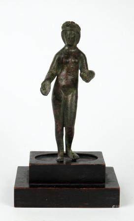 Venus tenant à la main une pomme, la poitrine nue, la tête diadémée, évoquant le jugement de Pa
