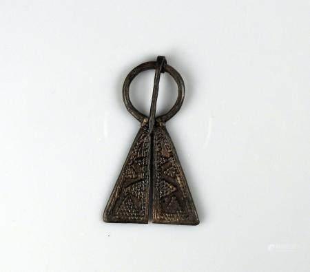 Fibule de type oméga à motif géométrique Bronze 6,5 cm Période viking VIII-Xème siècle