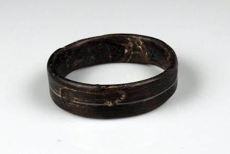 Bracelet à décor centrale géométrique Verre Diamètre interne 5,7 cm Période romaine