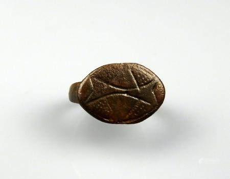 Importante bague massive géométrique Bronze Diamètre interne 1,9 cm Période romaine