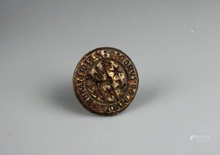 Sceau gothique en laiton à décor d'une main tenant une crosse et de la légende SIGILLVM BALLIVI