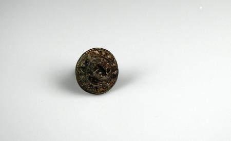 Sceau gothique en laiton et prise en pinacle à décor de motifs végétaux 2,5 cm