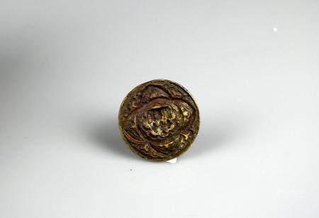 Sceau gothique en laiton et prise en pinacle à décor d'un écu dans un quadrilobe 2 cm