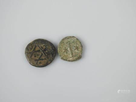 Deux monnaies antiques l'une ornée du sceau de Salomon.