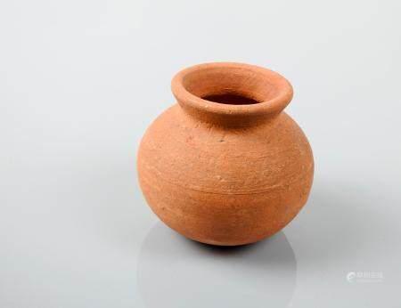 Vase à potions ou autre. Terre cuite.Style grécoromain. Denv 6cm.