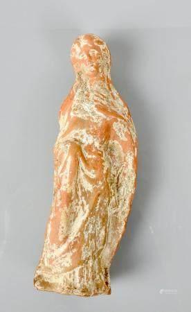 Statuette de type tanagréen.Terre cuite.Epoque gréco-romaine.Concrétions et restes d'engobe.En