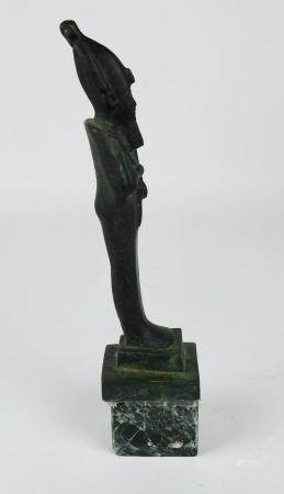 Dieu Osiris de la résurrection coiffe ornée de plumes d'autruche de la déesse Mâât Déesse de la