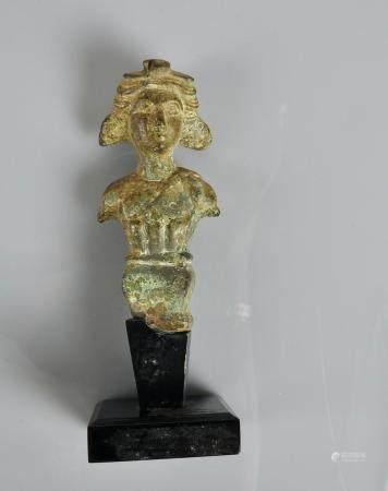 Elément en forme d'herme représentant un jeune dioscure dyonisiaque.Bronze. Epoque romaine.L :1