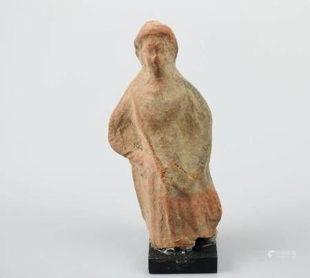Statuette féminine de type tanagréen.Terre cuite. Manques.Epoque gréco-romaine.H :9cm.