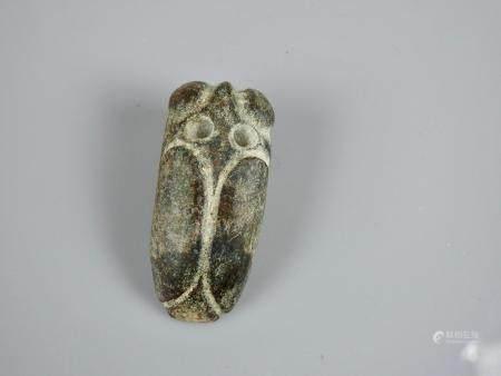 Cigale,symbole d'éternité.  Jade noir ou autre.Style néolithique.L: 5cm.
