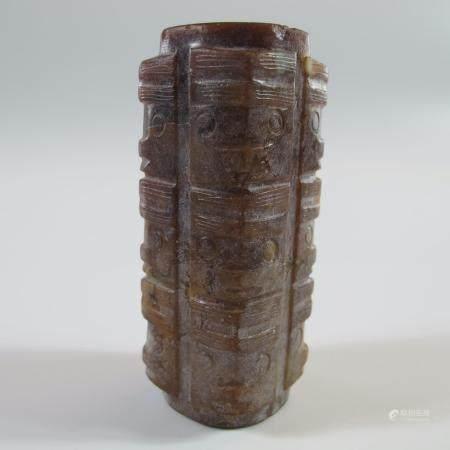 CHINE. PILIER CONG A TROIS ETAGES DE MASQUES CHAMANIQUES SUPERPOSES. Jade néphrite. H 78 mm. Pi