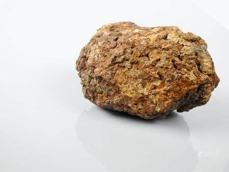 Pallassite météorite en ferronickel  à grains d'olivine formés durant son voyage dans l'espace.