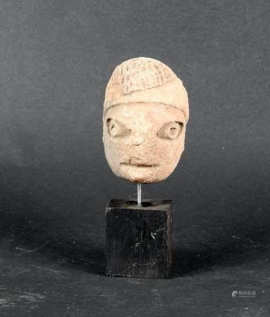 Tête humaine les yeux marqué Terre cuite 6 cm Amérique préhispannique