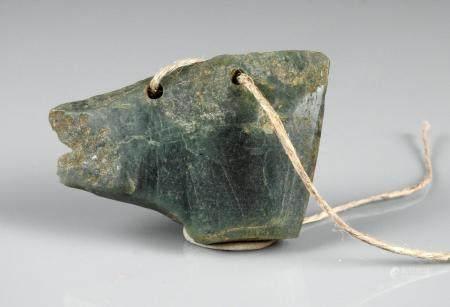 Pendentif évoquant une tête animale Jade 7 cm Amérique Précolombienne